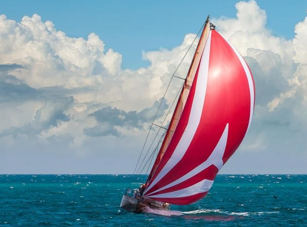 sailboat-with-red-mainsheet